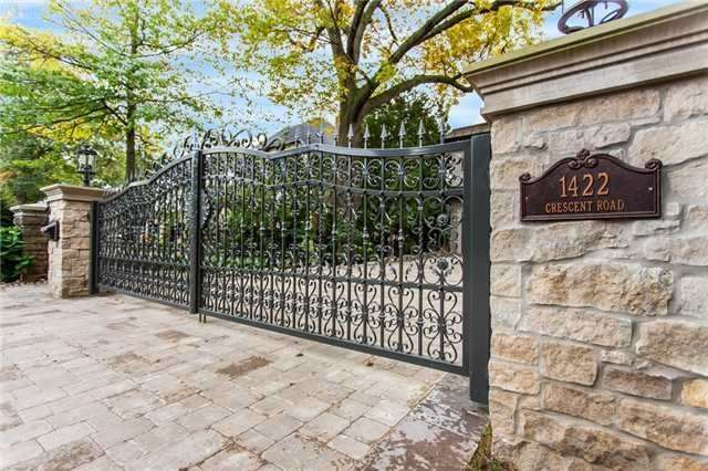 Detached at 1422 Crescent Rd, Mississauga, Ontario. Image 9