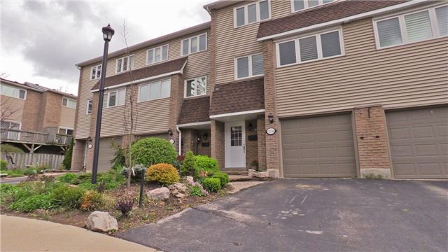 Condo Townhouse at 2234 Marine Dr, Oakville, Ontario. Image 1