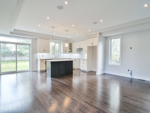 Detached at 1075 Eastmount Ave, Mississauga, Ontario. Image 17