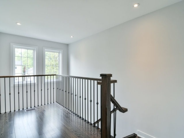Detached at 1075 Eastmount Ave, Mississauga, Ontario. Image 2