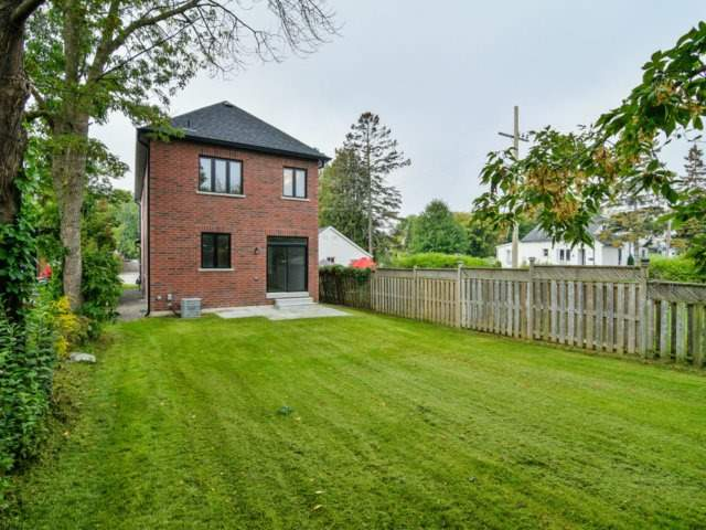 Detached at 1075 Eastmount Ave, Mississauga, Ontario. Image 13