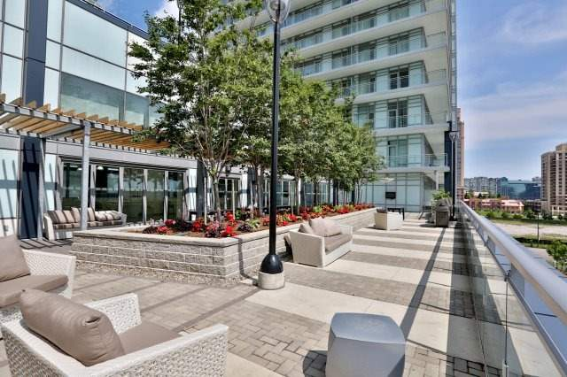Condo Apartment at 360 Square One Dr, Unit 1706, Mississauga, Ontario. Image 12
