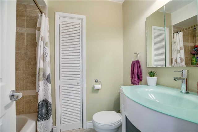 Condo Townhouse at 2445 Homelands Dr, Unit 50, Mississauga, Ontario. Image 8