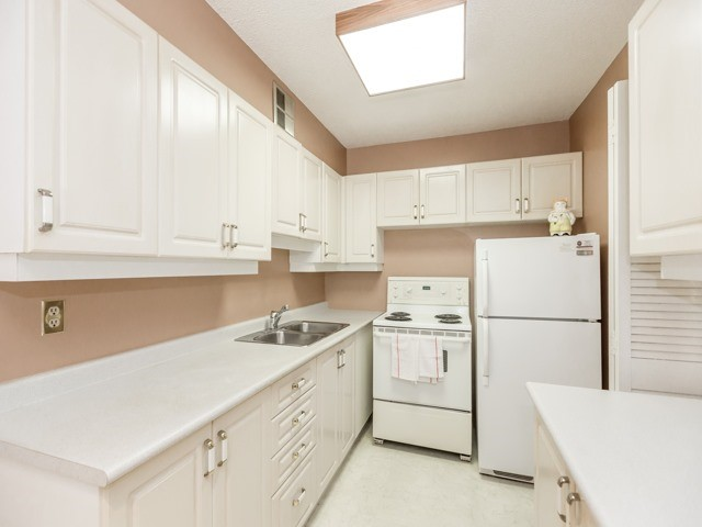 Condo With Common Elements at 240 Scarlett Rd, Unit 311, Toronto, Ontario. Image 16