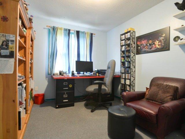 Condo Townhouse at 2120 Rathburn Rd E, Unit 92, Mississauga, Ontario. Image 3
