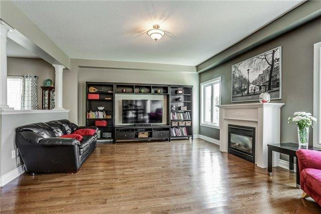 Detached at 1026 Easterbrook Cres, Milton, Ontario. Image 15