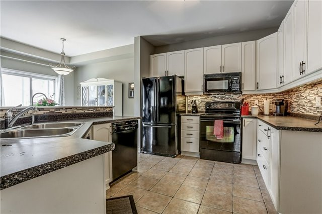 Detached at 1026 Easterbrook Cres, Milton, Ontario. Image 18