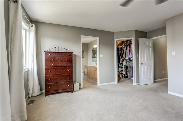 Detached at 1026 Easterbrook Cres, Milton, Ontario. Image 3