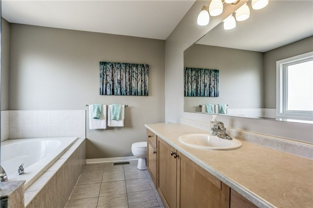 Detached at 1026 Easterbrook Cres, Milton, Ontario. Image 4