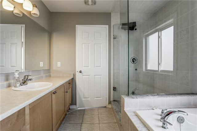 Detached at 1026 Easterbrook Cres, Milton, Ontario. Image 5