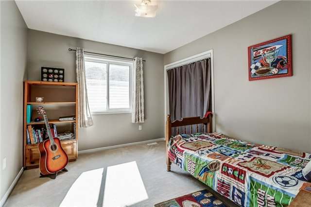 Detached at 1026 Easterbrook Cres, Milton, Ontario. Image 6