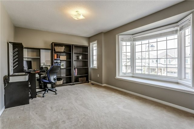 Detached at 1026 Easterbrook Cres, Milton, Ontario. Image 9