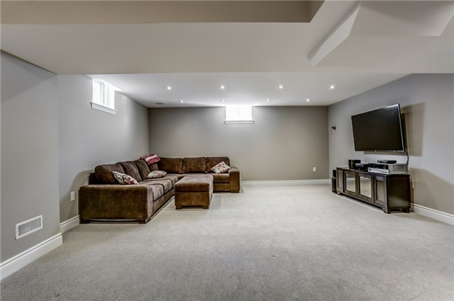 Detached at 1026 Easterbrook Cres, Milton, Ontario. Image 10