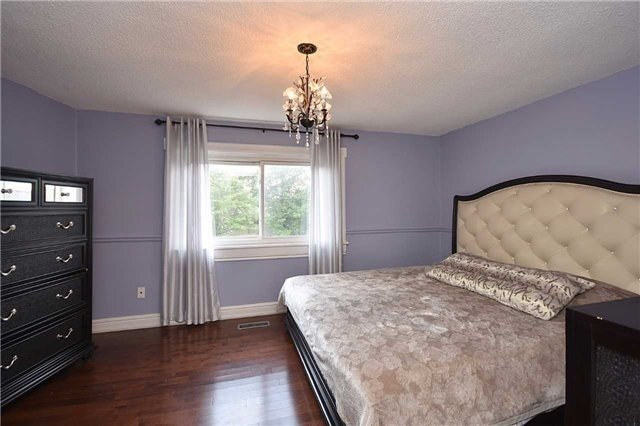 Condo Townhouse at 2075 Asta Dr, Unit 24, Mississauga, Ontario. Image 5