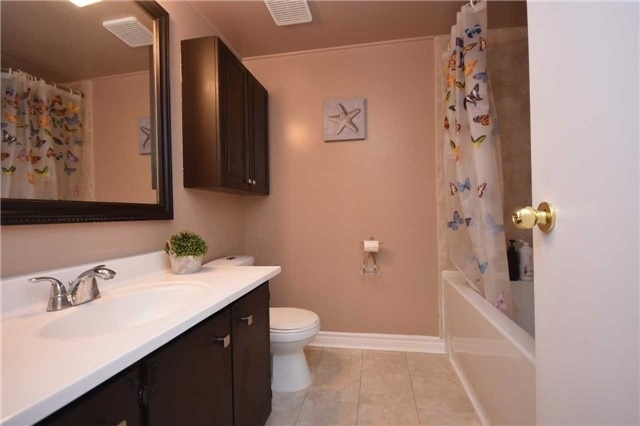 Condo Townhouse at 2075 Asta Dr, Unit 24, Mississauga, Ontario. Image 10