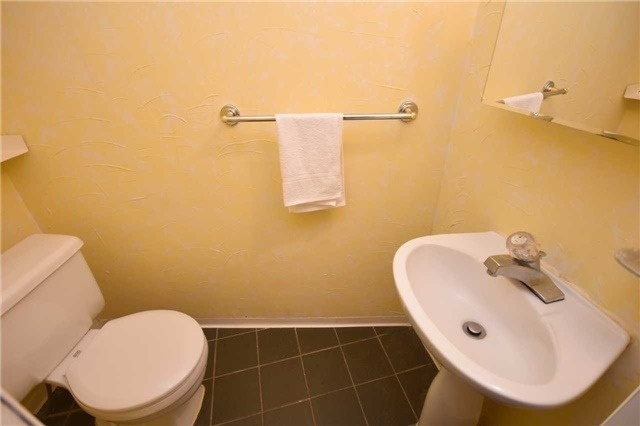 Condo Townhouse at 2075 Asta Dr, Unit 24, Mississauga, Ontario. Image 11