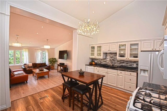 Detached at 362A Queen St S, Mississauga, Ontario. Image 1