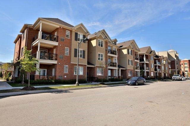 Condo Apartment at 2338 Taunton Rd, Unit 305, Oakville, Ontario. Image 1
