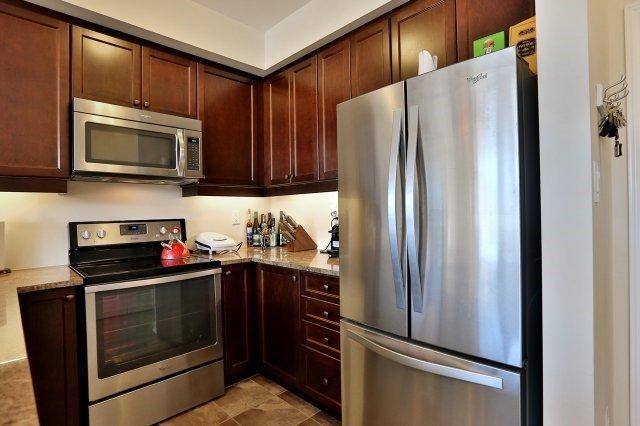 Condo Apartment at 2338 Taunton Rd, Unit 305, Oakville, Ontario. Image 15