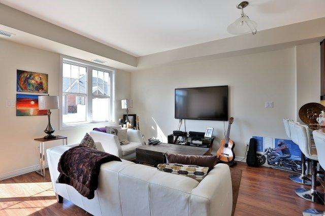 Condo Apartment at 2338 Taunton Rd, Unit 305, Oakville, Ontario. Image 2