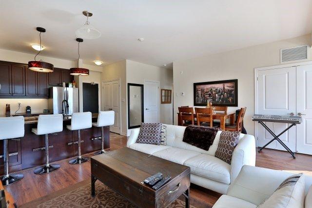 Condo Apartment at 2338 Taunton Rd, Unit 305, Oakville, Ontario. Image 4