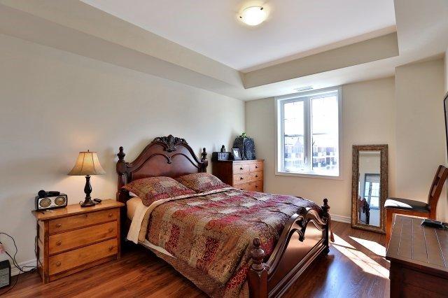 Condo Apartment at 2338 Taunton Rd, Unit 305, Oakville, Ontario. Image 5