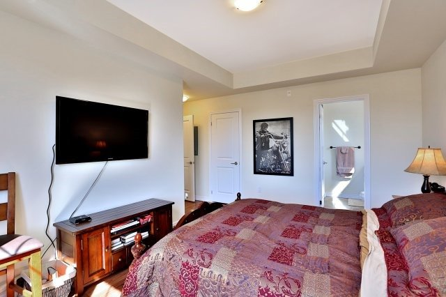 Condo Apartment at 2338 Taunton Rd, Unit 305, Oakville, Ontario. Image 6