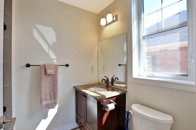 Condo Apartment at 2338 Taunton Rd, Unit 305, Oakville, Ontario. Image 7