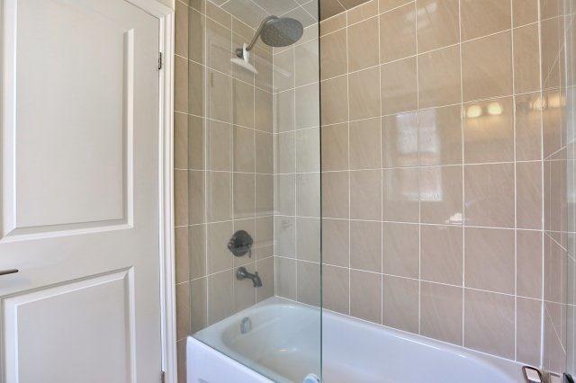 Condo Apartment at 2338 Taunton Rd, Unit 305, Oakville, Ontario. Image 8