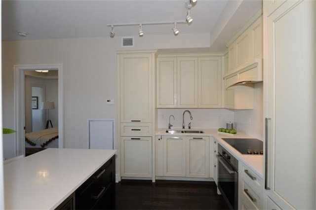 Condo Apartment at 30 Old Mill Rd, Unit 406, Toronto, Ontario. Image 19