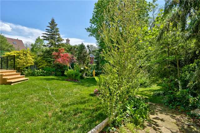 Detached at 3102 Lakeshore Rd W, Oakville, Ontario. Image 15