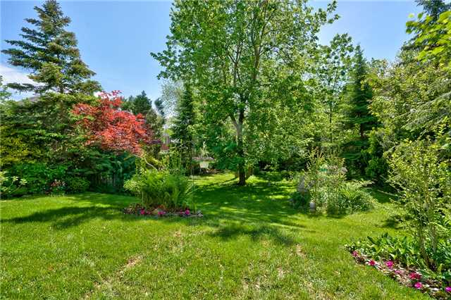 Detached at 3102 Lakeshore Rd W, Oakville, Ontario. Image 16