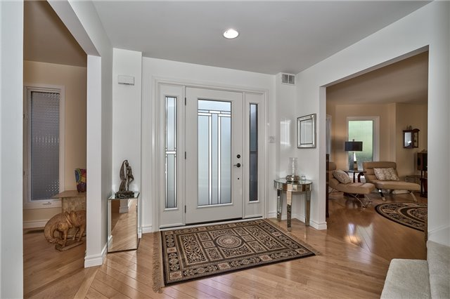 Detached at 3102 Lakeshore Rd W, Oakville, Ontario. Image 20