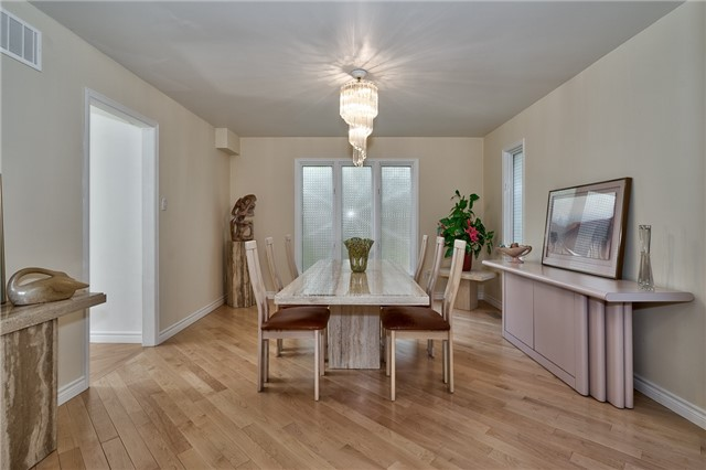 Detached at 3102 Lakeshore Rd W, Oakville, Ontario. Image 3