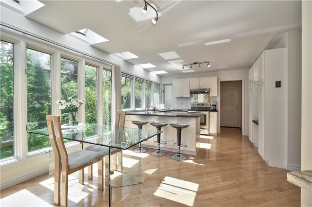 Detached at 3102 Lakeshore Rd W, Oakville, Ontario. Image 4