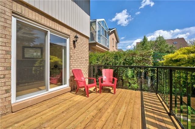 Detached at 3102 Lakeshore Rd W, Oakville, Ontario. Image 7