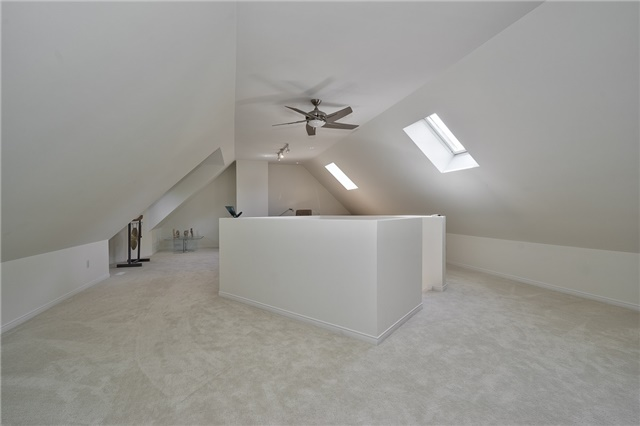 Detached at 3102 Lakeshore Rd W, Oakville, Ontario. Image 13