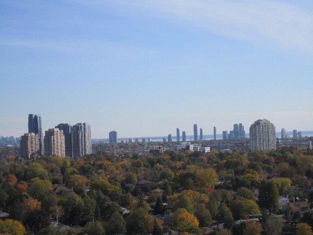 Condo Apartment at 9 Valhalla Inn Rd, Unit 1703, Toronto, Ontario. Image 20