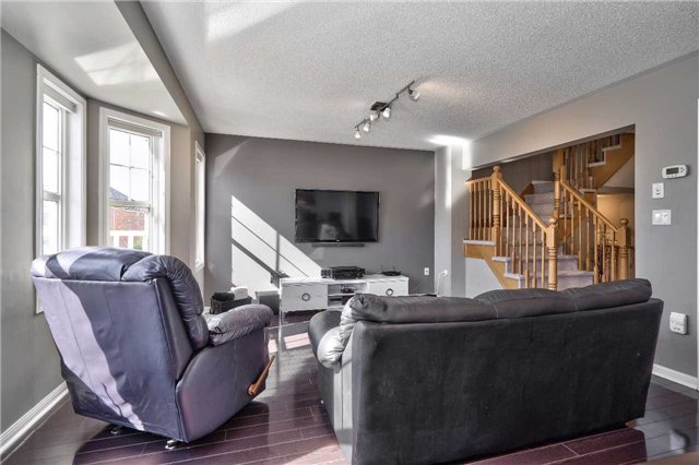 Townhouse at 913 Deverell Pl, Milton, Ontario. Image 2