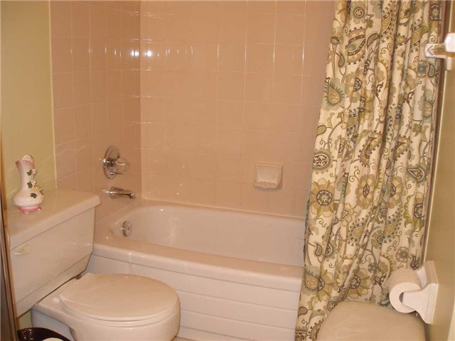 Condo Apartment at 350 Rathburn Rd W, Unit 1107, Mississauga, Ontario. Image 2