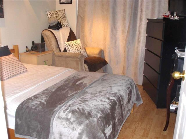 Condo Apartment at 350 Rathburn Rd W, Unit 1107, Mississauga, Ontario. Image 3