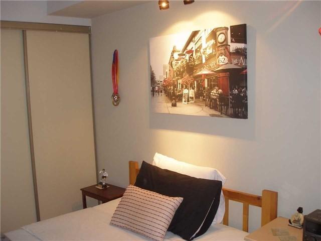 Condo Apartment at 350 Rathburn Rd W, Unit 1107, Mississauga, Ontario. Image 4