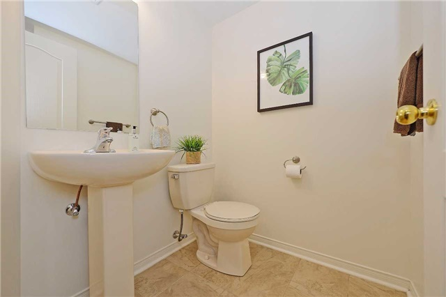 Condo Townhouse at 3250 Bentley Dr, Unit 34, Mississauga, Ontario. Image 2