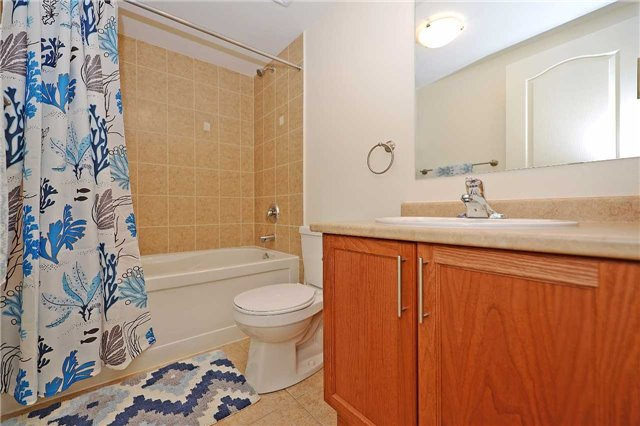 Condo Townhouse at 3250 Bentley Dr, Unit 34, Mississauga, Ontario. Image 4