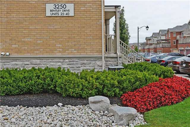 Condo Townhouse at 3250 Bentley Dr, Unit 34, Mississauga, Ontario. Image 9