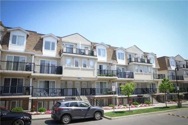 Condo Townhouse at 3045 Finch Ave W, Unit 2098, Toronto, Ontario. Image 1