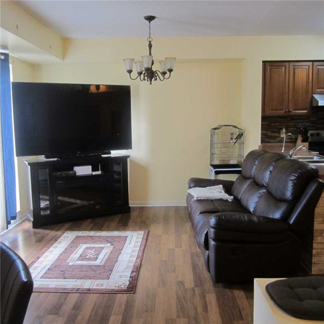 Condo Townhouse at 3045 Finch Ave W, Unit 2098, Toronto, Ontario. Image 4