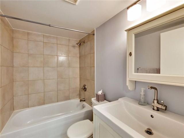 Condo Apartment at 300 Webb Dr, Unit Ph4, Mississauga, Ontario. Image 14