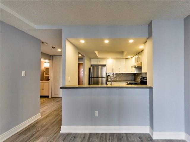Condo Apartment at 300 Webb Dr, Unit Ph4, Mississauga, Ontario. Image 20