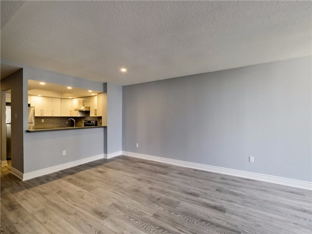 Condo Apartment at 300 Webb Dr, Unit Ph4, Mississauga, Ontario. Image 2